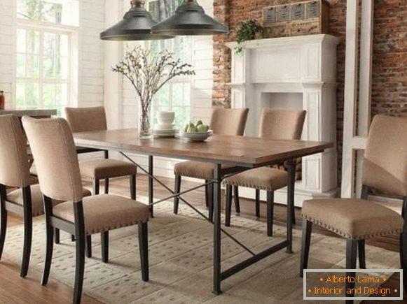 Трпезариска маса за ку�ната во стил на мансарда или индустриска